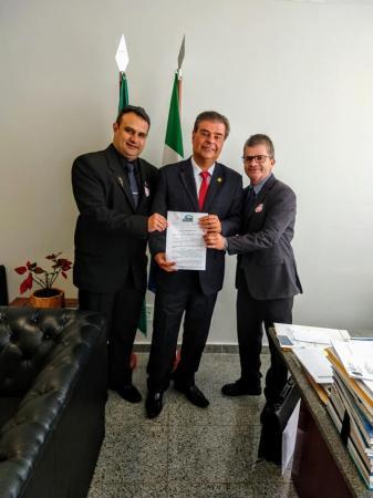 Enelto consegue kit agrícola com Nelson Trad