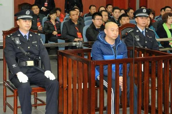 China executa o 'Assassino do Sorriso' por assassinatos e estupros