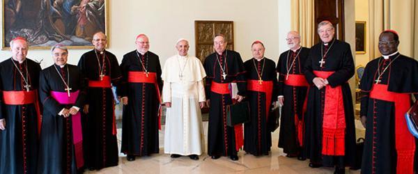 Cardeais atacam sínodo. E miram o Papa