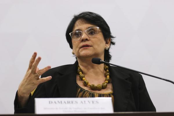 Damares diz que governo cancelará construção do Memorial da Anistia