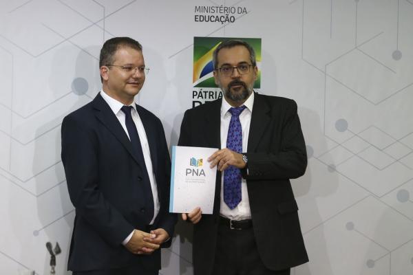 Governo lança cartilha da Política Nacional da Alfabetização