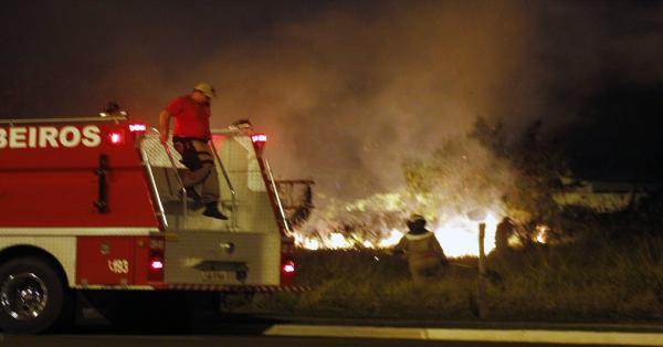 Bombeiros alertam: queimada é crime