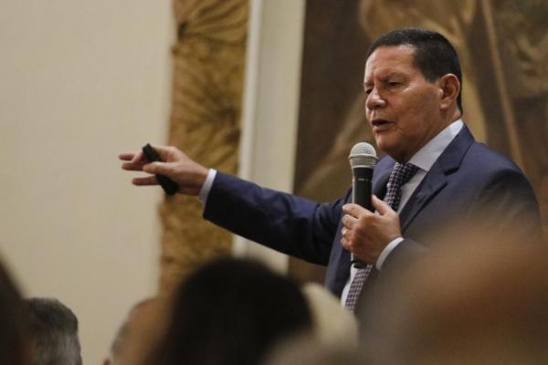 Mourão elogia Bolsonaro e diz que país é exemplo de proteção ambiental