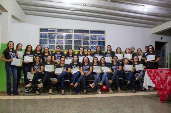 Vinte e oito profissionais são certificados em curso de libras