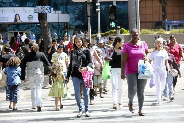 Medo do desemprego cai e satisfação com a vida aumenta, diz pesquisa