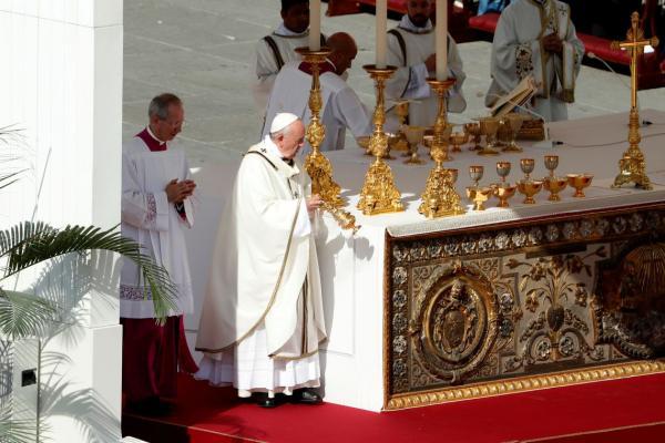Dez mil brasileiros participaram da canonização da Irmã Dulce