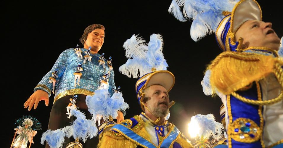 Salgueiro e Portela são abraçadas pelo público e protagonizam última noite de desfiles do Rio de Janeiro