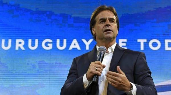 Esquerda deixa o poder no Uruguai após 15 anos