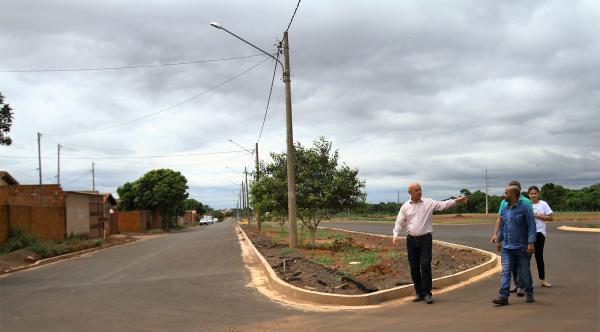 Parceria levou mais de 100 km de asfalto aos bairros e valorizou imóveis