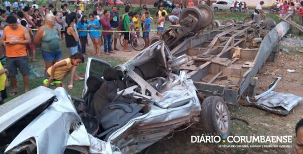 Vagões de trem boliviano descarrilados mataram uma professora