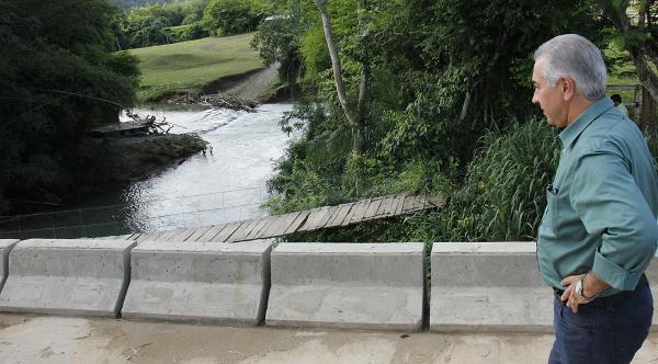 Governo entregou asfalto na Serra das Três Cruzes e ponte sobre Rio Salobra
