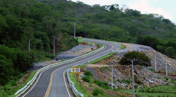 Asfalto na Serra das Três Cruzes elimina riscos de acidentes e fomenta produção