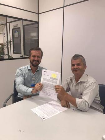 Prefeito Enelto assinou com a Caixa contrato de R$ 668 mil para asfalto e drenagem