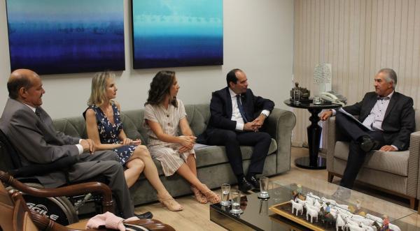 Reinaldo Azambuja recebeu procurador-geral do MPT