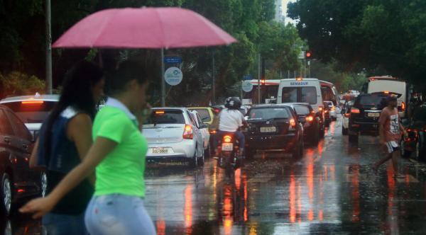 Meteorologia prevê tempo nublado com pancadas de chuva