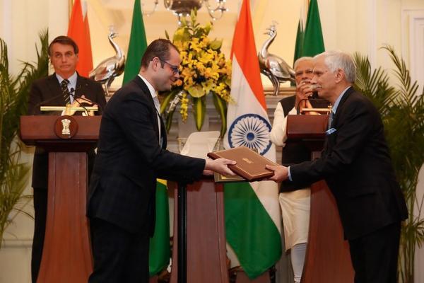 Brasil e Índia firmam cooperação técnica em produção animal