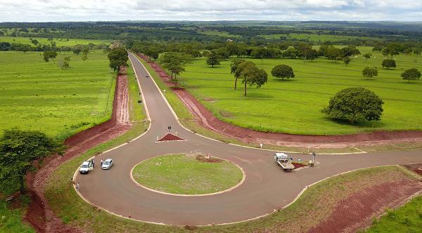 Asfalto leva desenvolvimento e esperança para distritos de Jaraguari