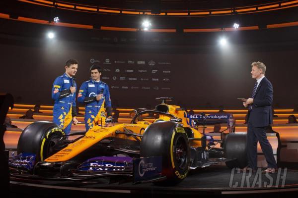 McLaren apresenta carro preto com detalhes em laranja e azul para temporada 2020