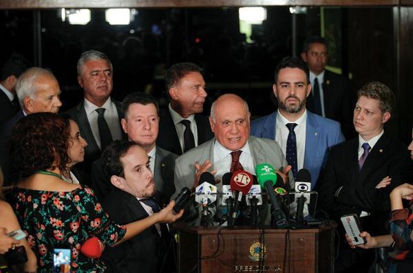 Senadores coletam assinaturas para agilizar PL da prisão em segunda instância