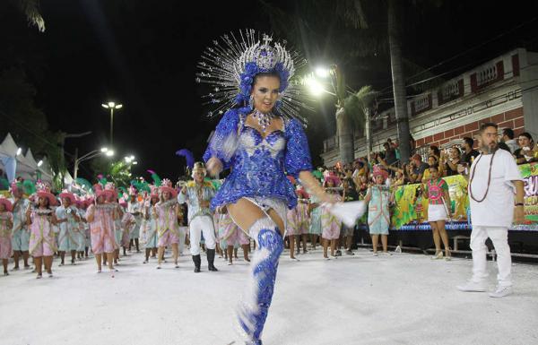 Com muito brilho, Império do Morro fechou desfile da LIESCO em grande estilo