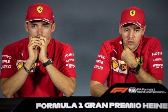 """Com pilotos """"no mesmo nível"""", Ferrari diz que """"ainda pode ter ordens de equipe"""""""