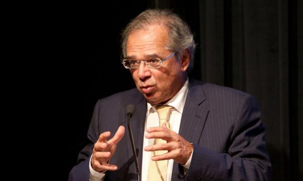 Guedes pede reformas para conter crise