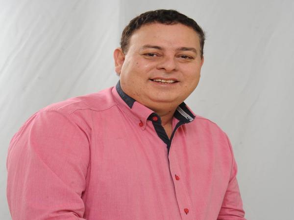 Jeovani Vieira recebe prêmio de vereador mais atuante de Jateí