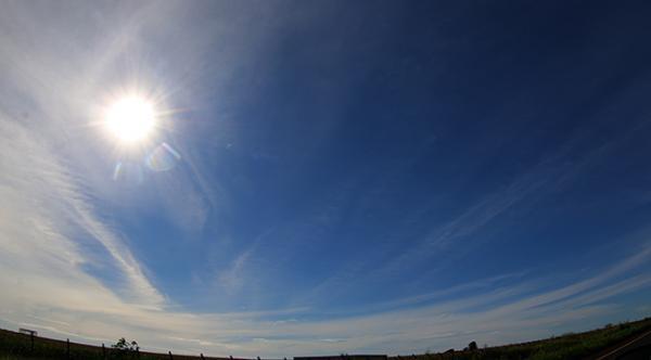 Sexta-feira de céu claro e temperaturas em elevação