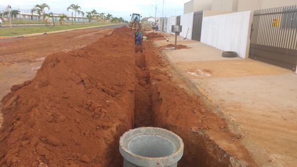 Obras de ampliação da rede de esgoto avançam no município