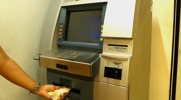 Governo deposita R$ 400 milhões em salários nesta sexta-feira