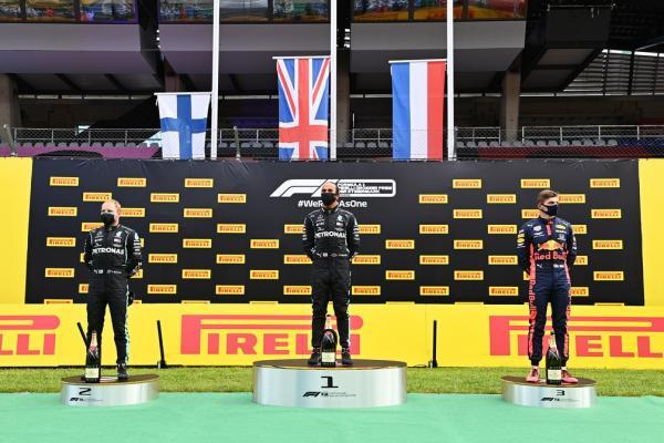 Hamilton vence fácil GP da Estíria