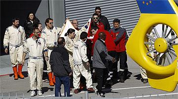 Fernando Alonso bate forte