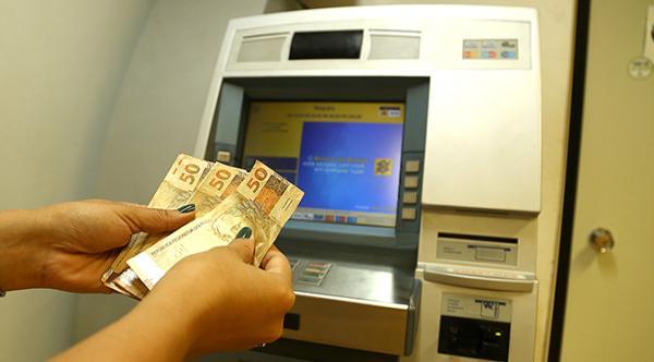 Com salário na conta Governo injeta mais de R$ 396 milhões na economia de MS