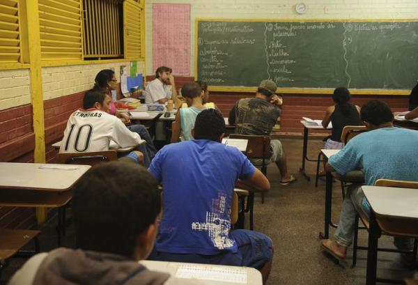 Senado aprova uso de salário-educação para pagar professores