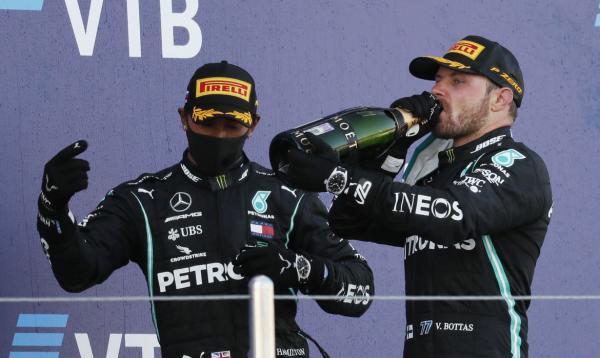 Covid: Hamilton e Bottas estão isolados após positivo na Mercedes