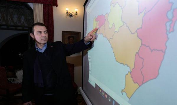 Tribunal especial afasta governador de Santa Catarina