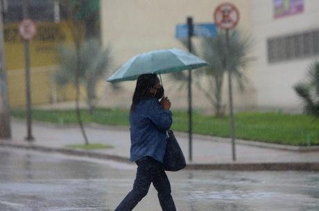 Formação de ciclone no litoral pode causar tempestades em 9 Estados