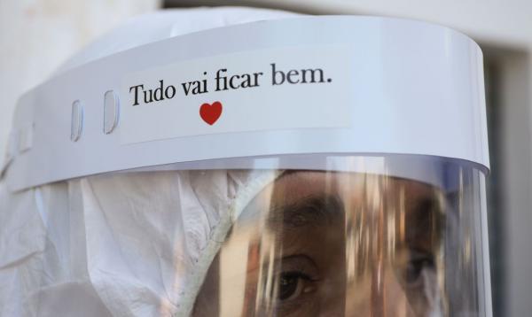 Covid-19: Brasil acumula 5,49 milhões de casos e 158,9 mil mortes