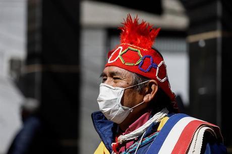 Mercúrio de garimpo ilegal contamina índios, diz pesquisa