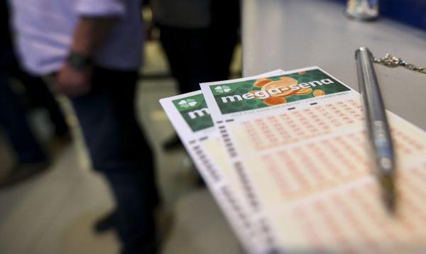 Mega-Sena acumula e pode pagar R$ 12 milhões na próxima quarta-feira