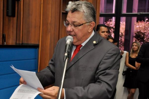 Evander Vendramini solicita conserto de equipamento do hemocentro de Naviraí
