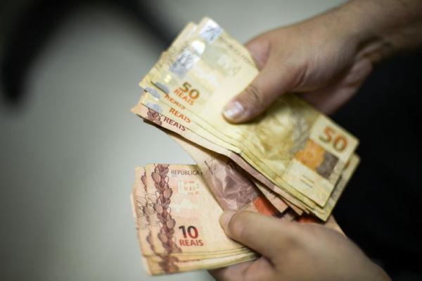 Governo deposita salários na segunda-feira