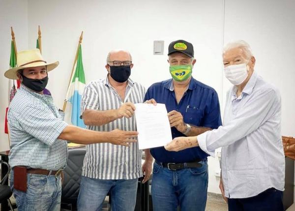 Zé de Oliveira anuncia licitação de pontes no Pindaivão