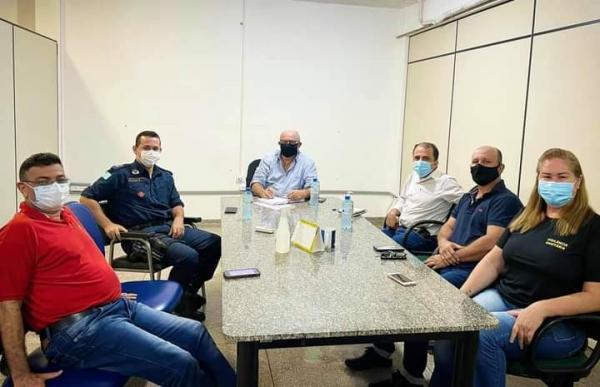 Zé e Réus reúnem-se com equipe da saúde para tratar sobre a pandemia