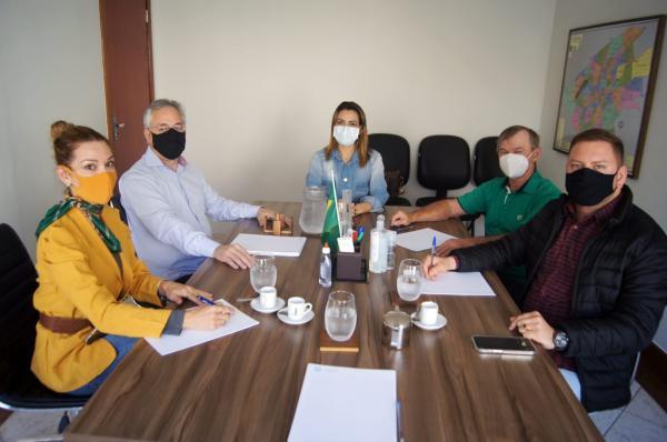 Soraya atende pedido de prefeito e destina R$ 1 milhão para equipar hospital de Coronel Sapucaia