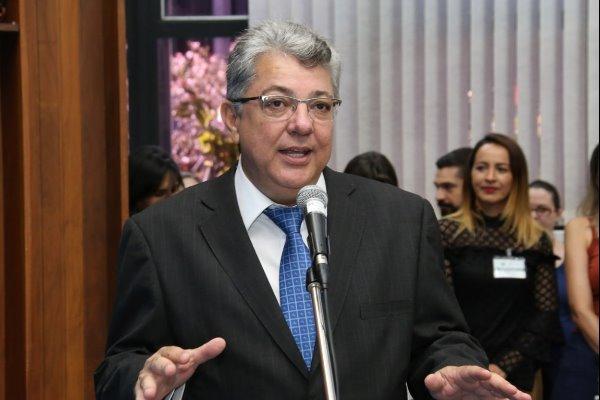Evander comemora licitação para pavimentar estrada de Corumbá a Porto Esperança