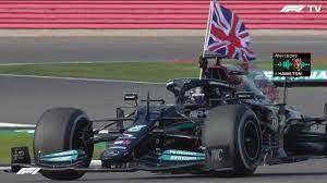 Hamilton vence em casa e reacende campeonato
