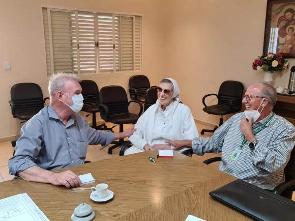 Secretário discute com diretoria do São Julião criação do Hospital do Idoso