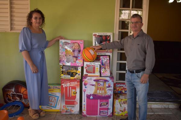Crianças da Casa Lar Feliz ganham brinquedos da Prefeitura de Sonora