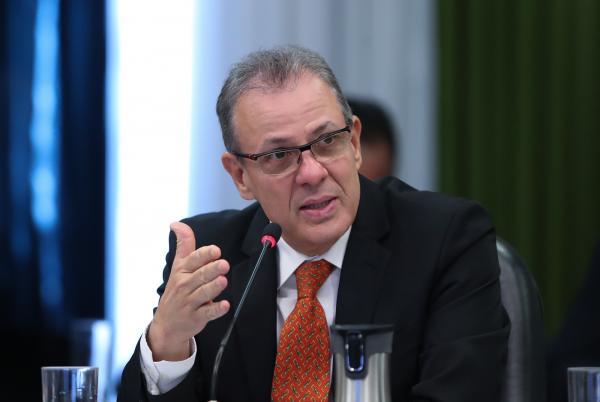 Ministro pede envolvimento da sociedade para evitar racionamento